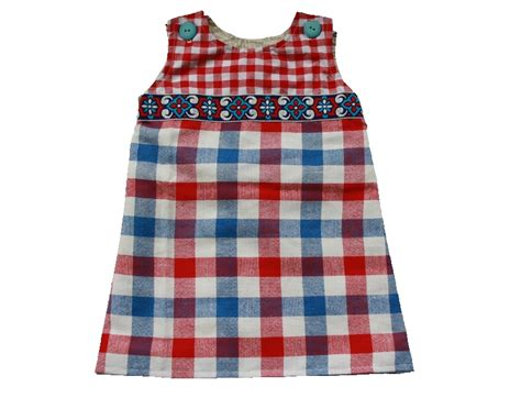 free pattern newborn dress this dubble layered dress closes with two buttons on the