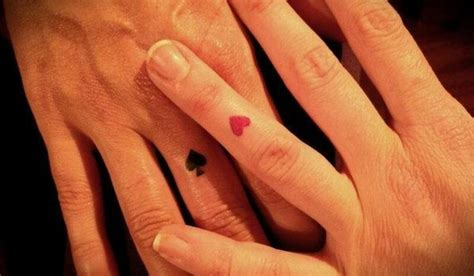 heart tattoo on wedding finger tattoo perfect for a vegas tattoo i like queen of