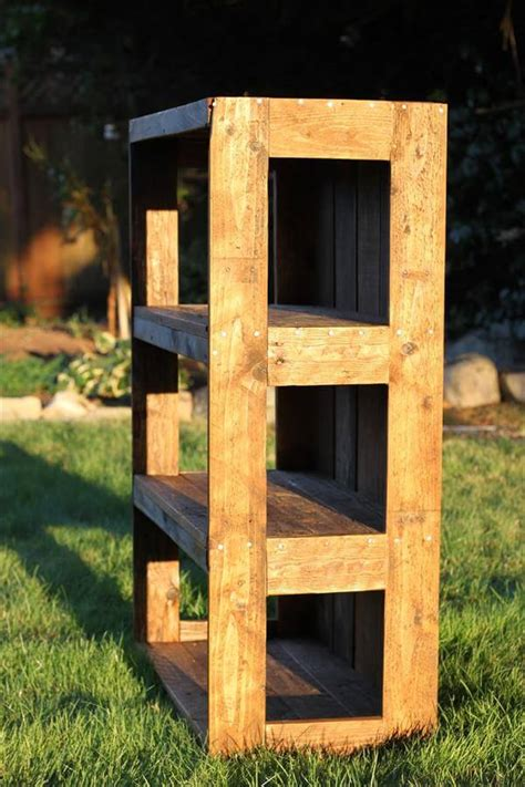diy wood pallet bookshelf tutorial