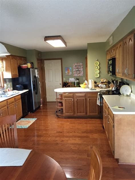 paint color with wood floors and wood cabinets