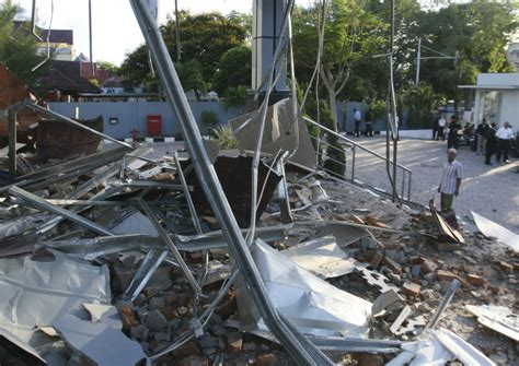 earthquake in aceh five die from heart attacks in twin earthquakes off