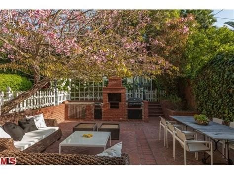 House Los Feliz by Ribisi Buys House Next To Brad Pitt
