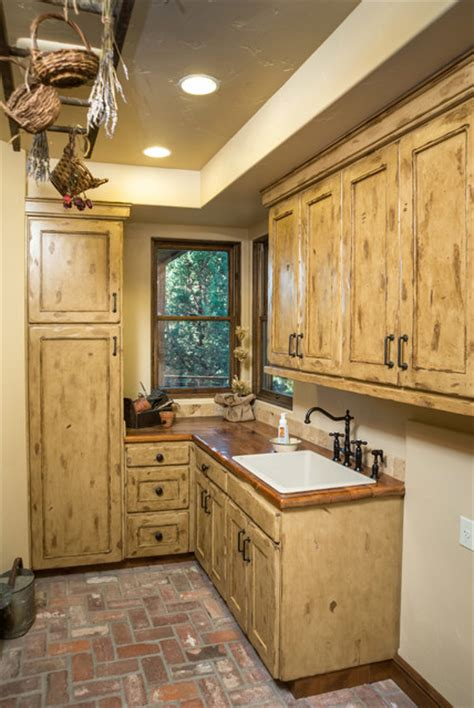 western design laundry water tower inspired home laundry room rustic laundry