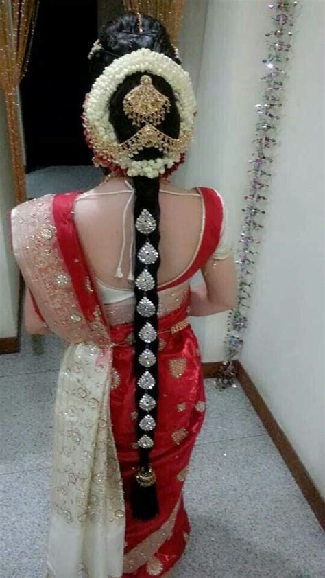 hairstyles for indian dance traditional southern indian bride wearing bridal saree