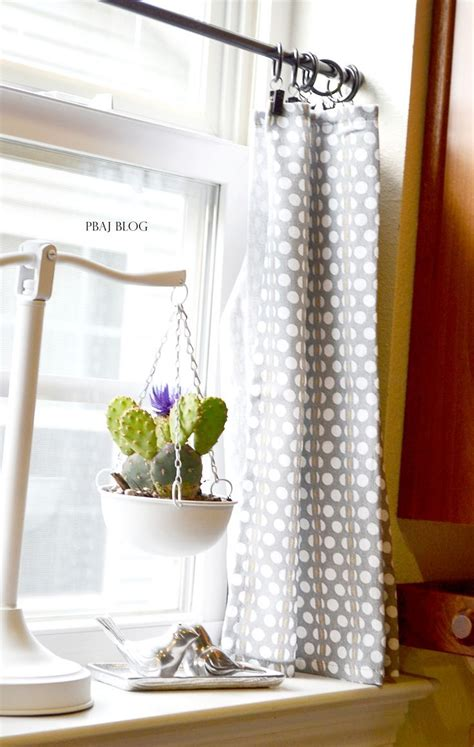 hanging cafe curtains best 25 short window curtains ideas on pinterest window