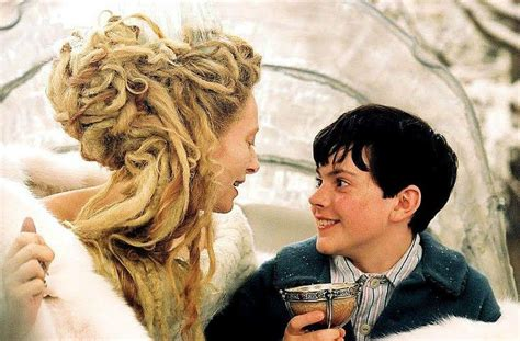 film narnia part 1 white witch and edmund charmingly deceiving him jadis