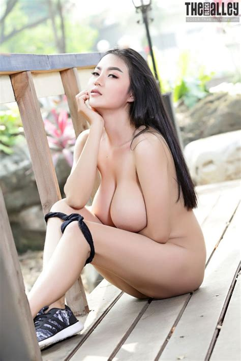 pitta nude outdoors the black alley curvy erotic