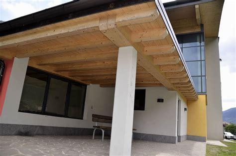 tettoie in legno chiuse verande chiuse in legno vetrate scorrevoli per verande