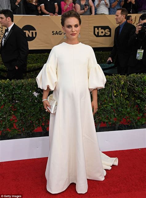 Nathalie Dress sag awards 2017 natalie portman dresses bump