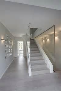 treppe mit glas die besten 17 ideen zu treppengel 228 nder holz auf
