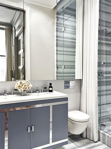 Baldosas Banos Modernos #6: Ba%C3%B1o-peque%C3%B1o-lujoso-ba%C3%B1os-modernos-marmol-espejo-grande-lavabo-doble-ducha-mampara-vidrio-cortina-decoracion-gris-blanco-e1519375853126.jpg