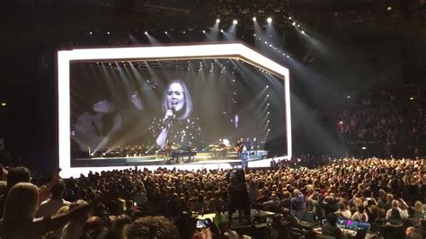 adele live la adele live 2016 rolling in the deep live in belfast 1 3