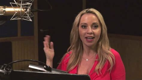 tara strong singing sdcc 2016 voice actress tara strong goes full cosplay
