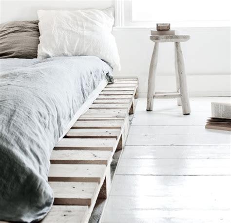 canapé lit en palette le sommier d un lit avec des palettes en bois et autres