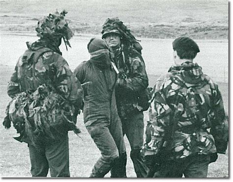 los crmenes de la los crimenes de guerra britanicos en malvinas apuntes y monograf 237 as