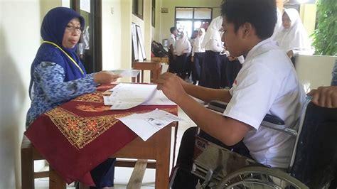 Kursi Roda Purwokerto kecelakaan tak menjadi halangan nur khafid ujian dengan