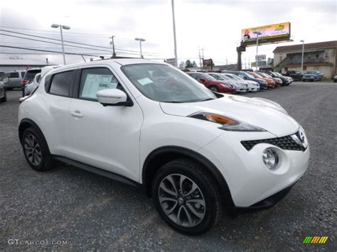 nissan juke 2017 white 2017 pearl white nissan juke sl awd 117459990 photo 2