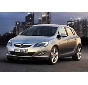 Opel Astra 2010 Photos