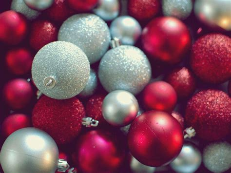 wallpaper christmas balls christmas ornaments wallpapers wallpaper cave