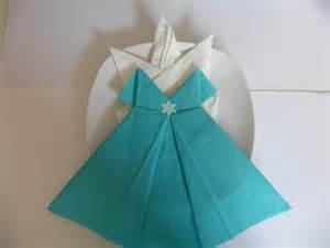 pliage serviette en papier robe de princesse les