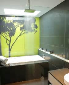 panneau d 233 coratif mural en verre dans la salle de bains