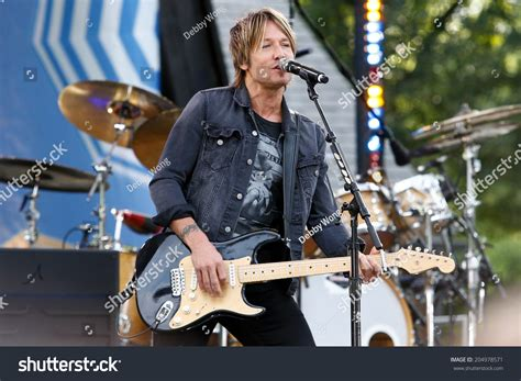 country music concerts in america 2014 new york jul 11 country music singer keith urban performs