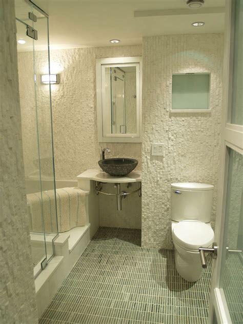 tips buat kamar mandi kecil tampak lebih besar rumah