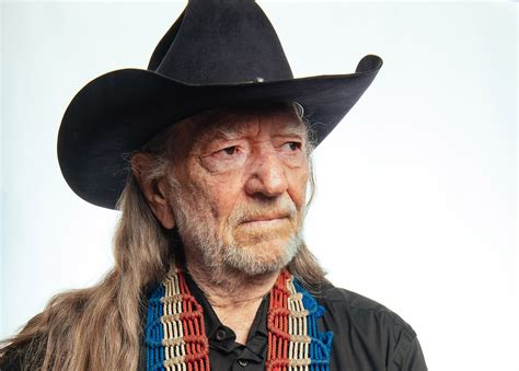 willie nelson posed for photo with politician and can of