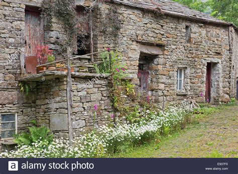 buy house yorkshire traditional farm stone barn and house yorkshire dales national park stock photo