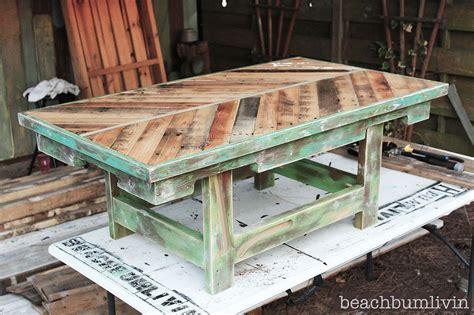 hometalk httpbeachbumlivincom pallet wood coffee table