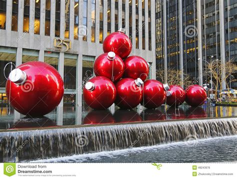 christmas decorations in midtown manhattan near