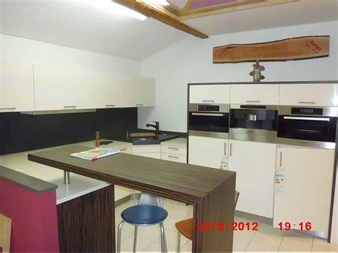 einbauküche weiß wohnzimmer ideen beige