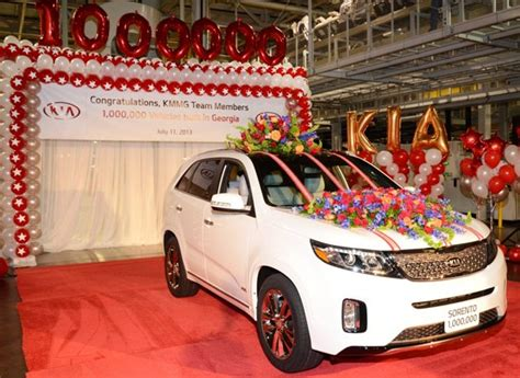 Kia Made In America Snow White 2014 Sorento Sxl Kia S 1 Millionth Vehicle