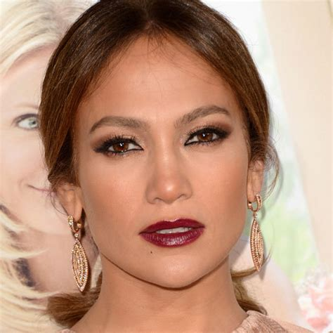 does jennifer love hewitt have olive skin berry lipstick popsugar celebrity australia
