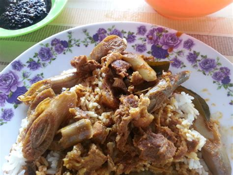 Meja Makan Gerai makan tengahari di gerai kak chaq ikan bakar gurun kedah