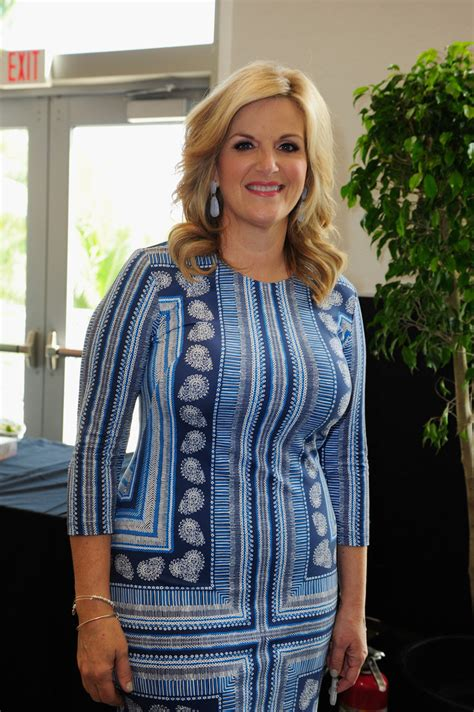 trisha yearwood shaggy hairstyle trisha yearwood in southern kitchen brunch zimbio