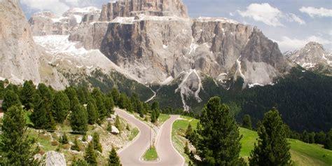 Motorradfahren Dolomiten by Motorradfahren In Den Dolomiten 252 Ber P 228 Sse Und T 228 Ler