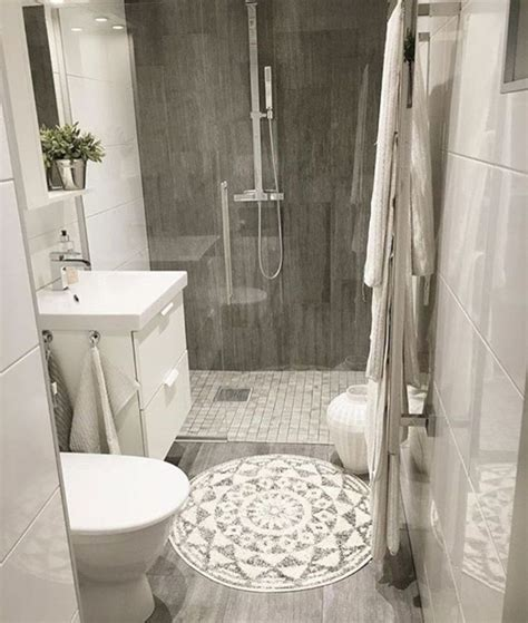 Best Bathroom Makeovers by Best 25 Small Bathroom Makeovers Ideas Only On
