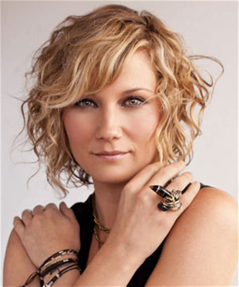 short hair female country singers nettles to host cma country christmas musicrow