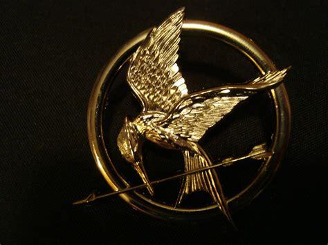 Gelang Mockingjay Gold 1 small katniss everdeen mockingjay hunger brooch pin 19 00 via etsy h a l l o w e e n