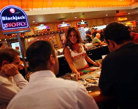 hooters hotel management agrees to auction las vegas