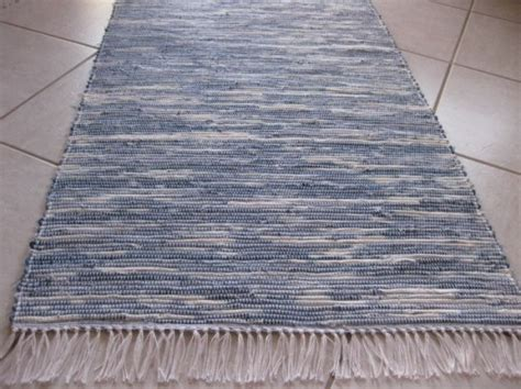 diy beautiful woven rug made from recycled