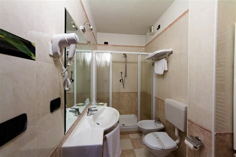 bagno albergo camere comfort vald hotel