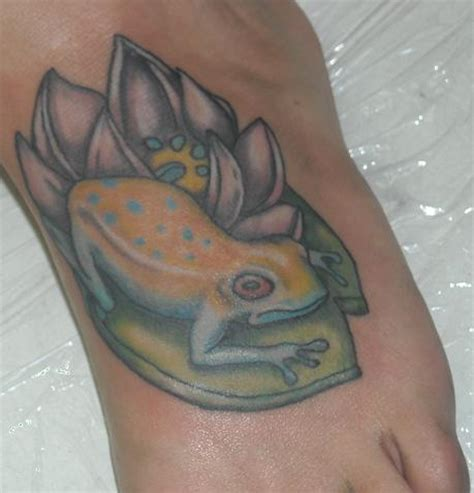 lily pad tattoo frogs on pads tattoos www pixshark images