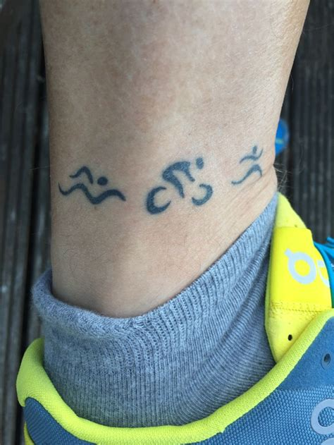 triathlon tattoo designs 25 best ideas about triathlon on