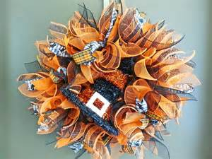 how to make a mesh wreath with two colors how to make a mesh wreath 30 diys with