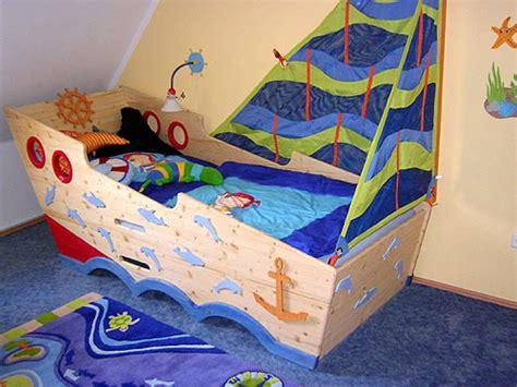 piratenbett kinderzimmer abenteuerbett piratenbett zwergenm 246 bel jugendbetten