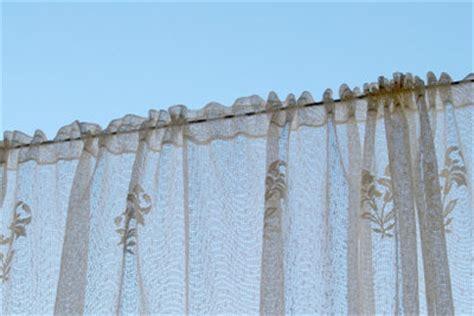 gardinenstange halt nicht gardinenstangen ohne bohren vor und nachteile