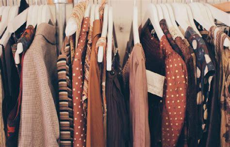 brechos roupas velhas sao  novas roupas  momento