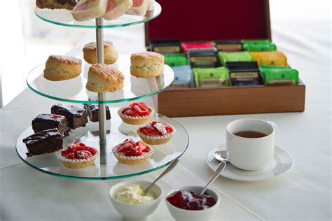 thames river cruise cream tea classic thames afternoon tea cruise for two